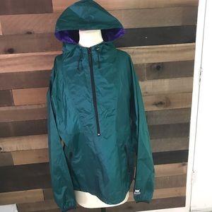 Helly Hansen green hooded windbreaker jacket med